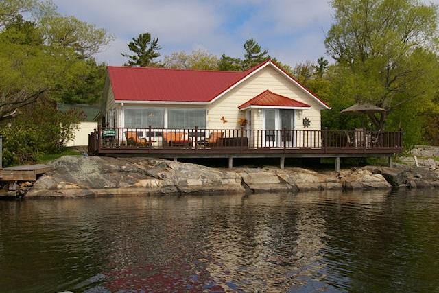 Ontario Cottage Rental Woods Bay Moon River